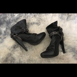 Aldo size 36 Edgy black booties with chain